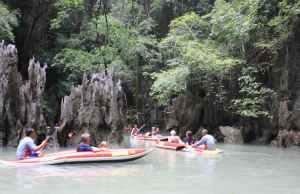 Escursione in canoa a Phuket nella Baia di Phang Nga