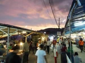 Mercato del weekend presso il Tempio Naka