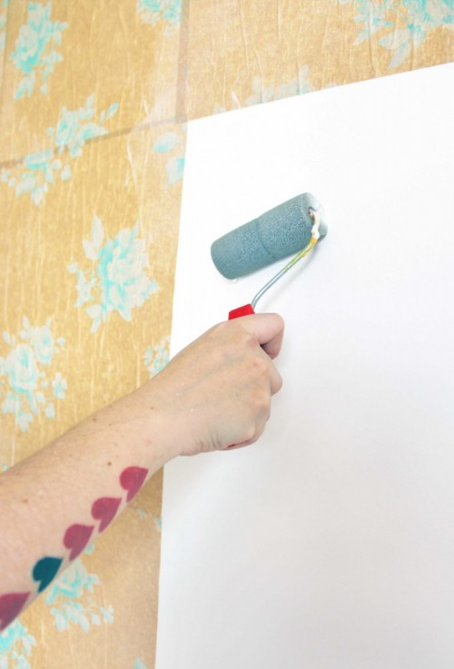There is a hot trend of accent wall in a bedroom but how is it better to make it?  Just by painting or using a pattern, you can make it