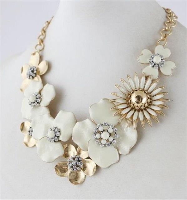 Easy DIY flower necklace Plans