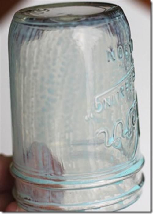 DIY Spray-Paint Mason Jars