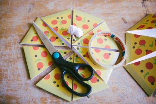 Cool DIY pizza garland
