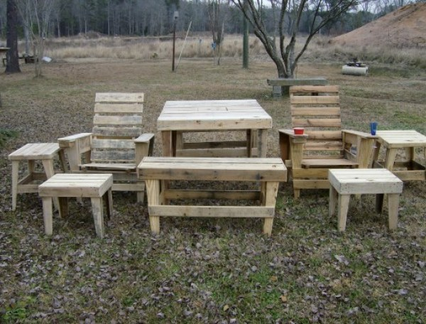 homemade pallet lawn furniture