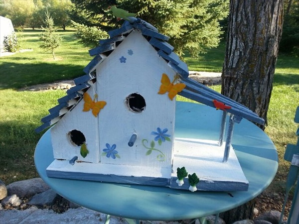 Birdhouse made out of pallet