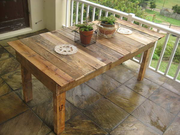 14 diy outdoor pallet furniture project easy diy and crafts for Easy pallet furniture