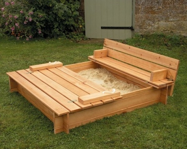 Innovative outdoor pallet bench