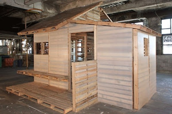how to make a house from pallet wood