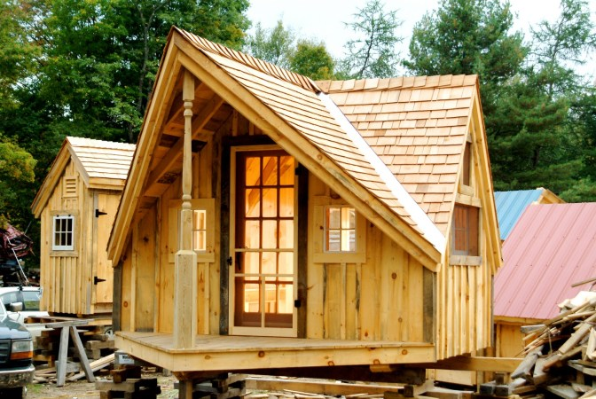 DO it yourself pallet house