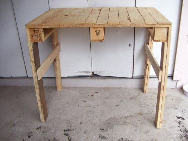 DIY wooden potting bench