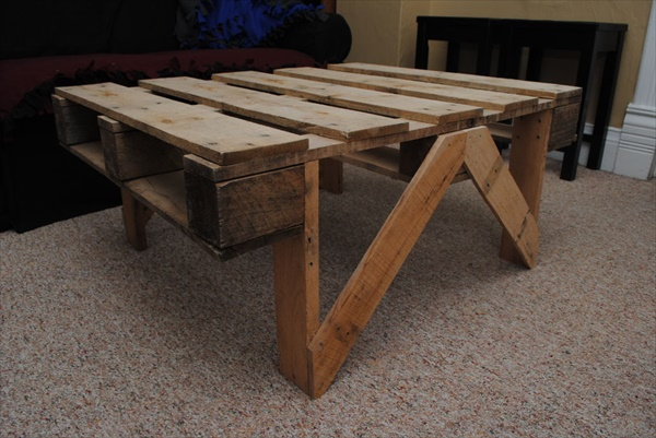 Coffee table made of pallet wood