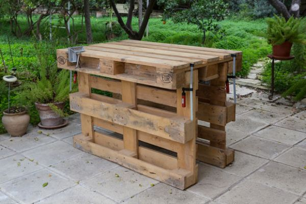 DIY wooden workbench