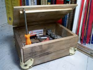 DIY pallet tool box