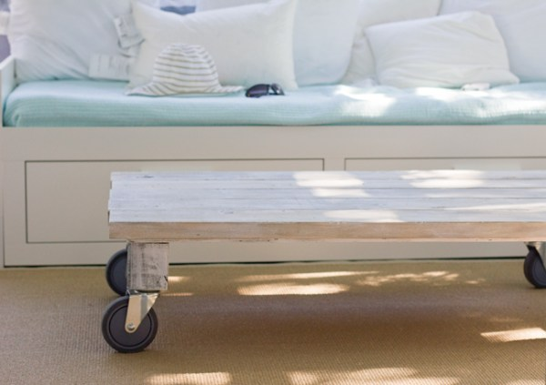 moveable coffee table