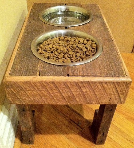 DIY rustic pallet bowl stand project