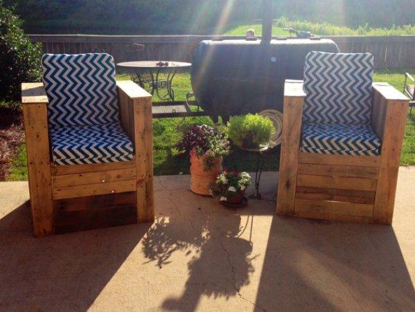 DIY outdoor pallet furniture