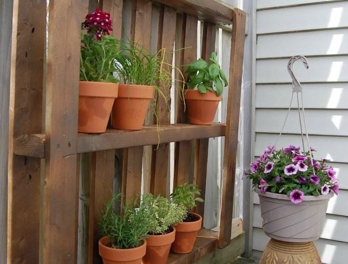 how to reuse wooden pallets