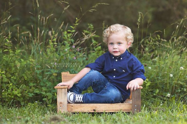 homemade pallet chair for baby
