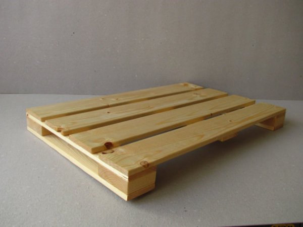 laptop stand out of wooden pallets