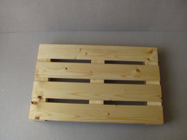 building a laptop stand out of wooden pallets
