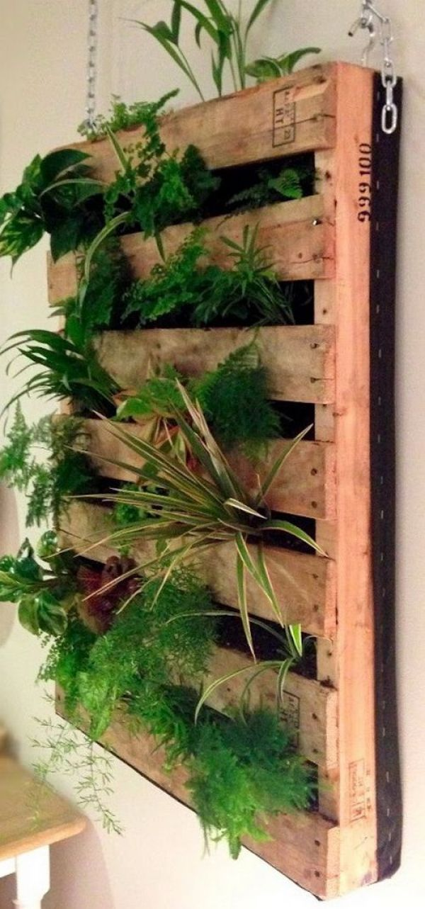 DIY pallet wood planter