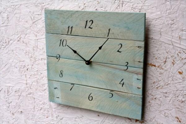 DIY Wall Pallet Clock