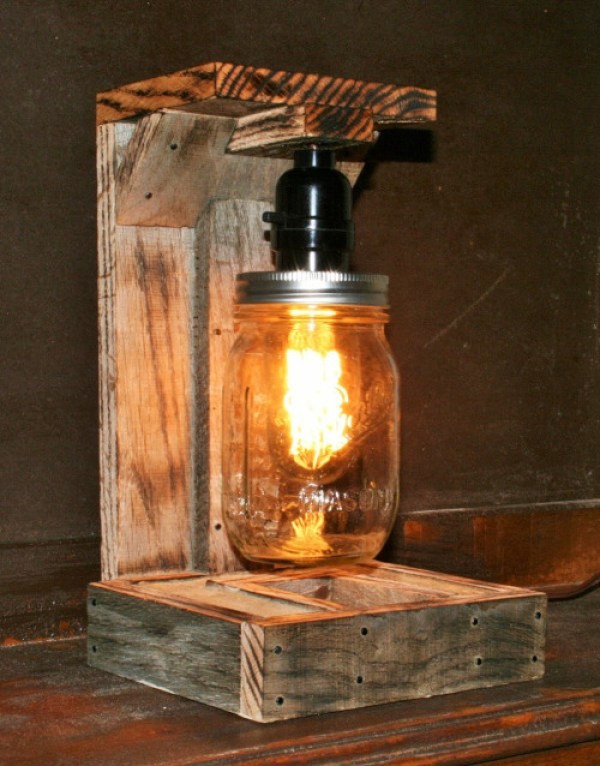 DIY Jar Pallet Lamp Idea