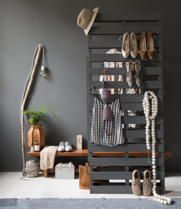 DIY Pallet Cloth Storage
