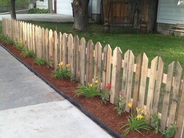 DIY Pallet Native Fence