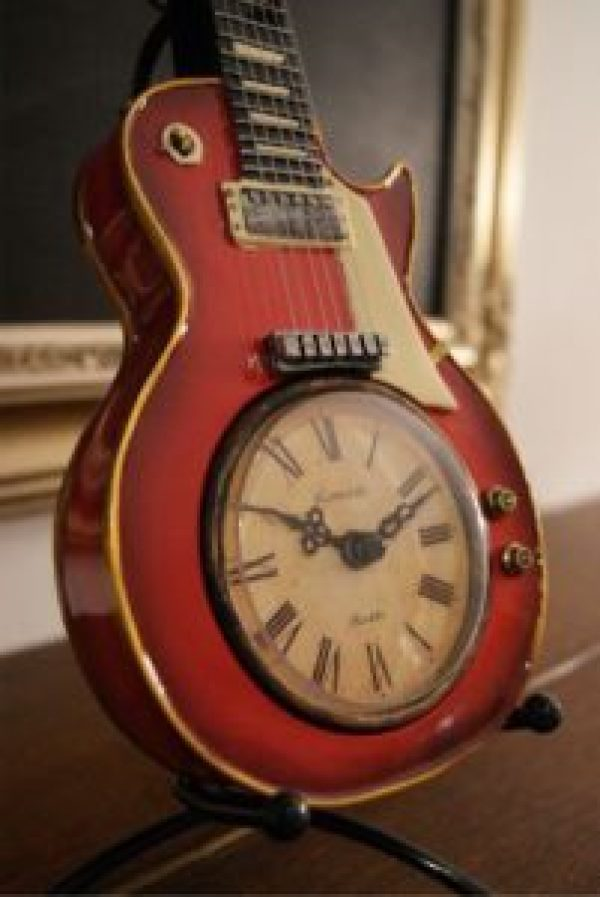 DIY Wooden Guitar Clock