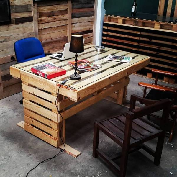 DIY Desk Pallet Project