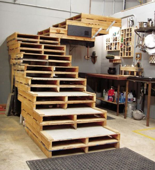 DIY Pallet Project Stairs