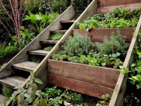 DIY Wooden Pallet Stairs