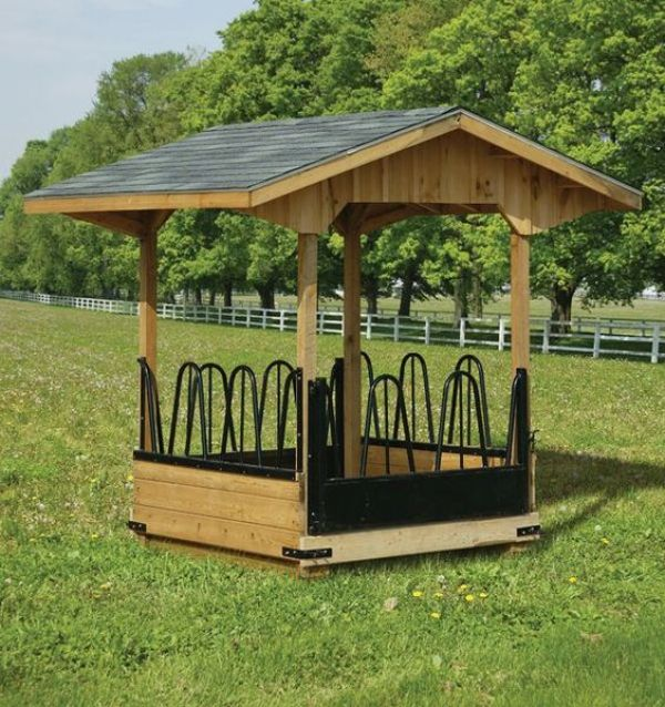 horse feeder out of pallets