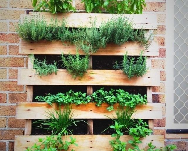 homemade pallet planter