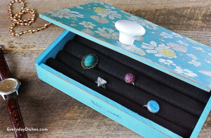 Easy DIY Jewelry Box