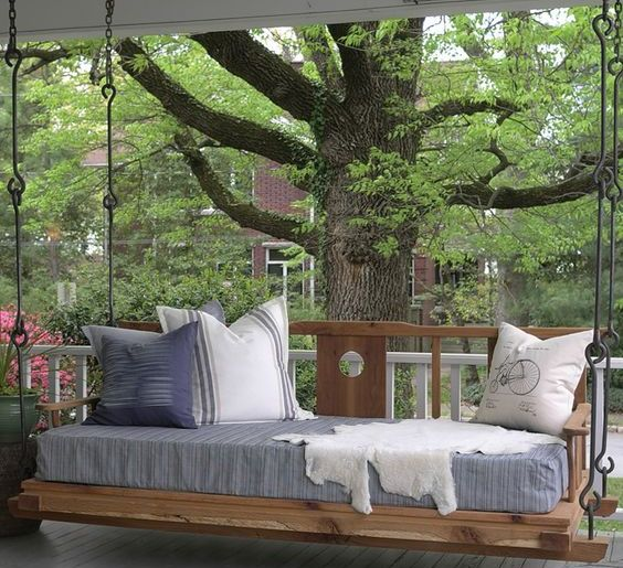DIY PALLET DAYBED INSTRUCTIONS