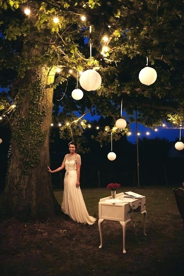 outdoor-hanging-tree-lights-lanterns
