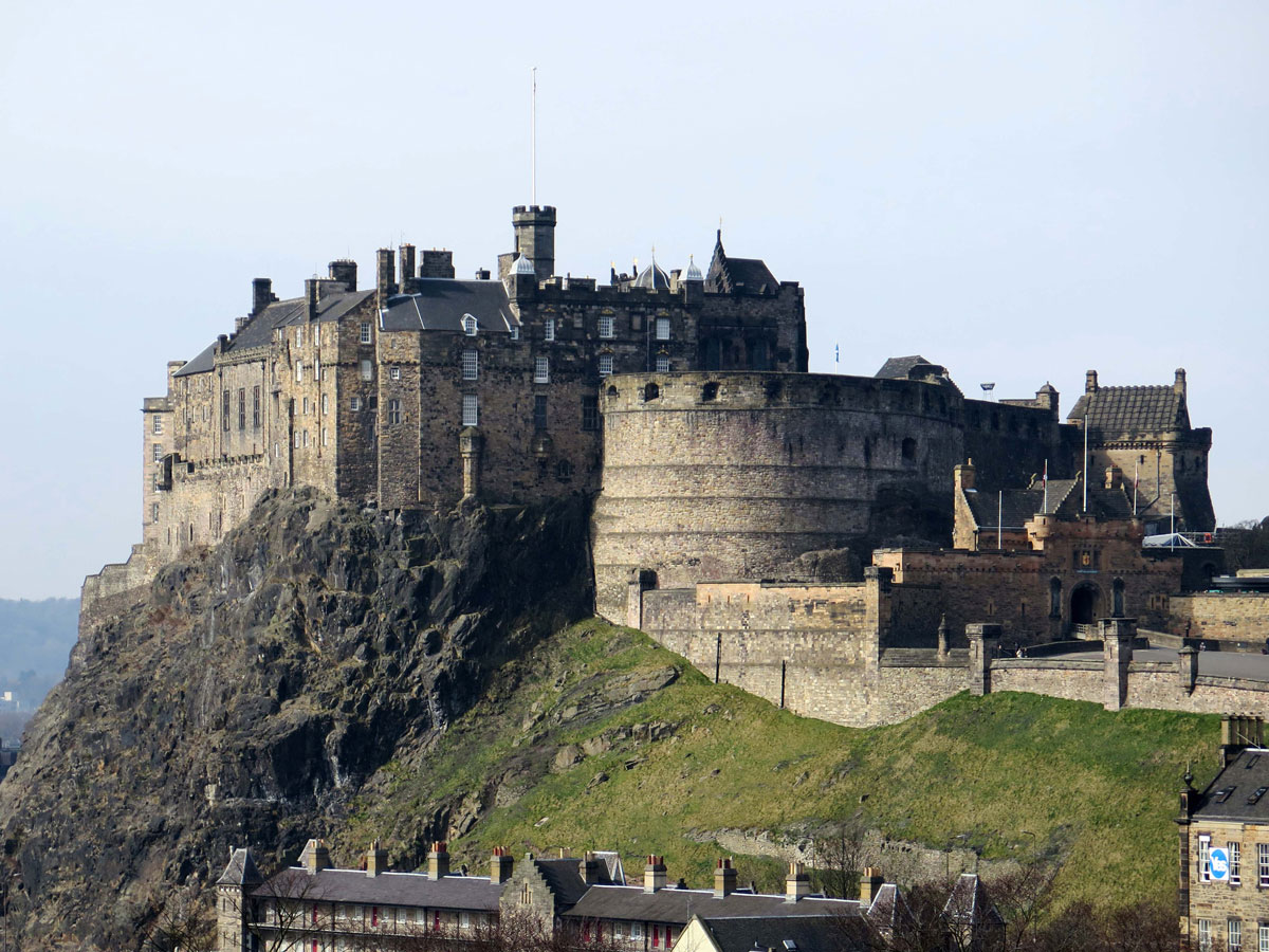 04-The-Castle-from-the-Terrace-of-the-Museum-of-Scotland