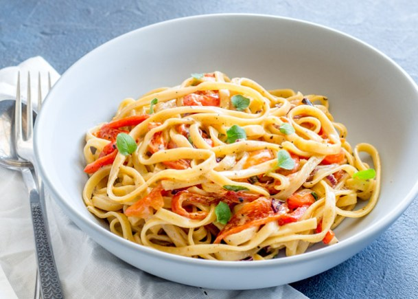 This Roasted Red Pepper Pasta is smoky, sweet and will quickly become one of your favourite vegetarian pasta dishes. The roasted red bell peppers add so much depth and flavour to the simple sauce. From Easy Pasta Sauces.