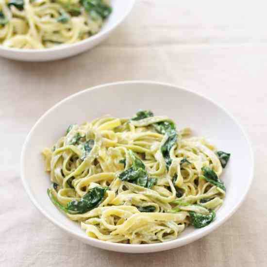Gargano Pasta with Spinach and Blue Cheese Sauce