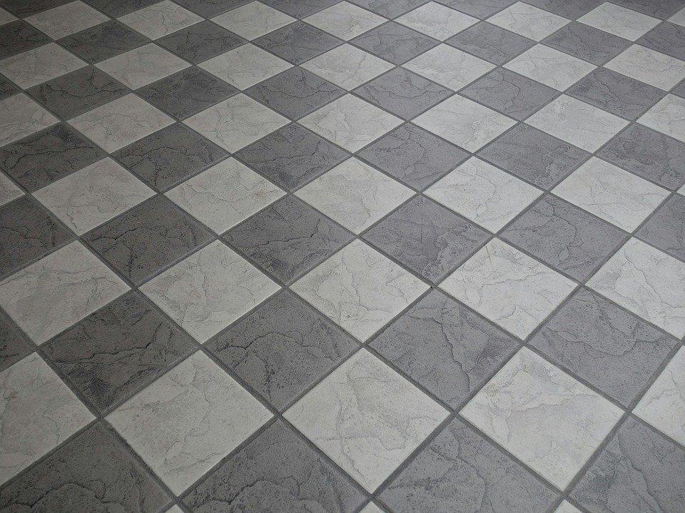 Come pulire le fughe del pavimento di qualsiasi materiale