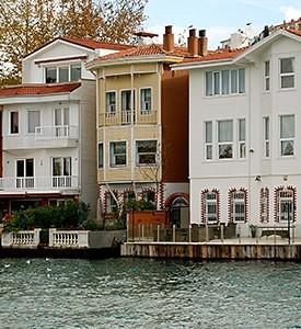 Istanbul_Turkey_Bosporus_Houses_01