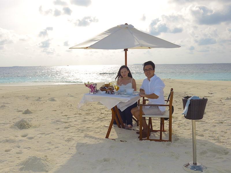 Baros Maldives Sandbank Dining 3