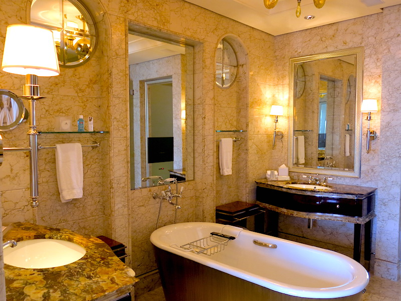 The St. Regis Singapore Deluxe Room Bathroom
