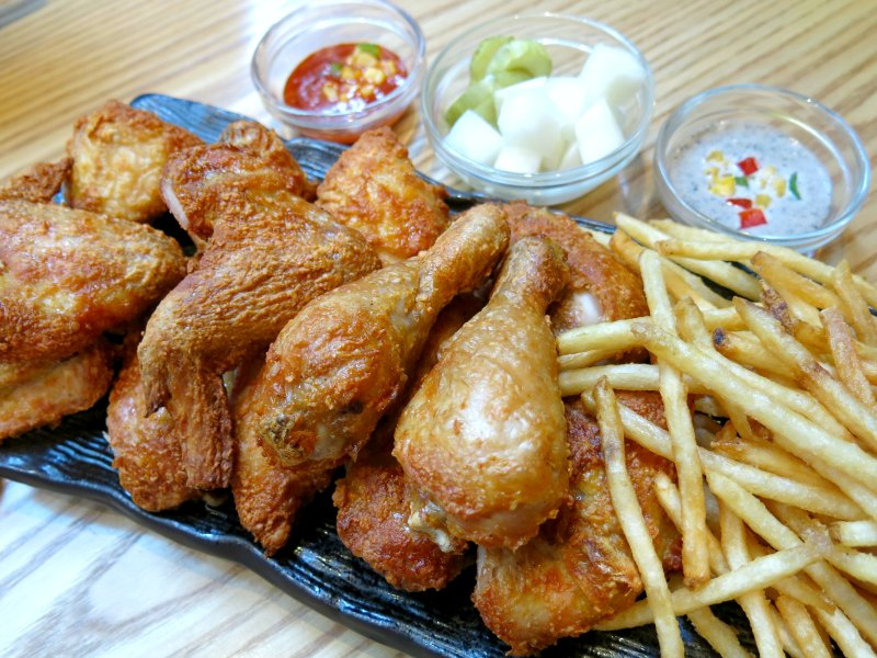 Noo Na Hol Dak Korean Fried Chicken Myeongdong Seoul