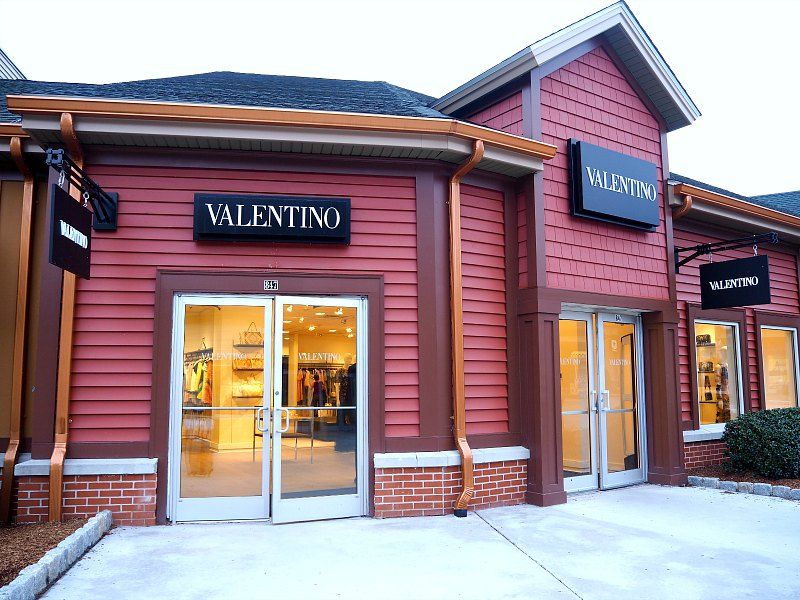Complete List Of All The Brands, Stores, Restaurants, Eateries & Services Located at Woodbury Common Premium Outlets®.