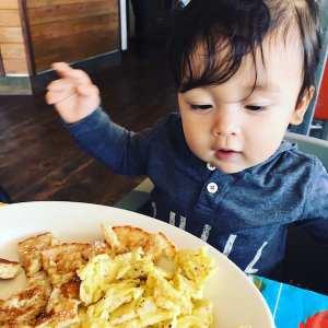 happy-baby-breakfast