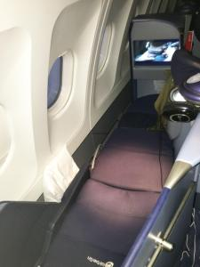 air-berlin-business-class-a330-200-ab-7495-auh-txl_lieflat-seat-bed-03
