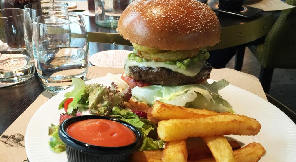 Best Friday Brunch Dubai: Eloquent Elephant Brunch: Mighty Elephant Burger