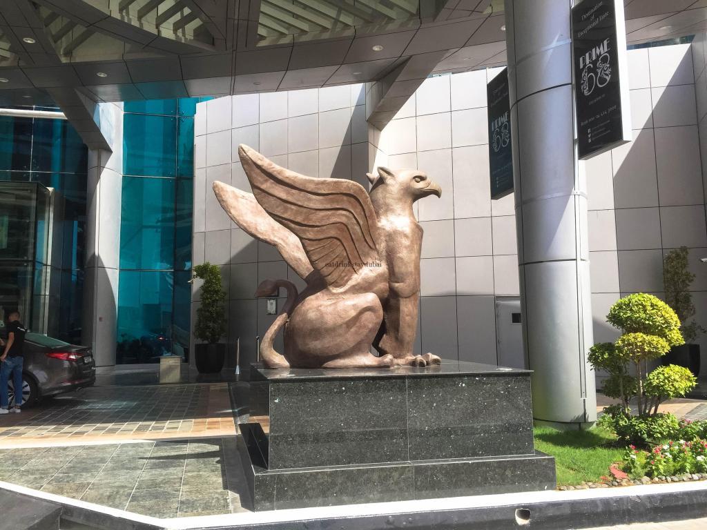 Hotel Review JW Marriott Marquis Dubai: Griffin